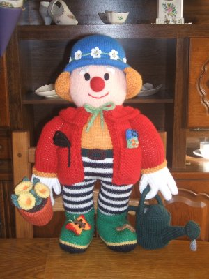 Un clown jardinier blog de calimero tricot crochet for Jardinier traduction anglais